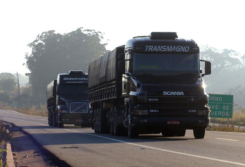 Veículos de carga terão trânsito restrito nas rodovias neste feriadão