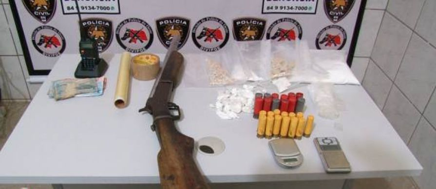 Divipoe prende traficante e apreende um menor, armas e drogas no Bairro Boa Vista