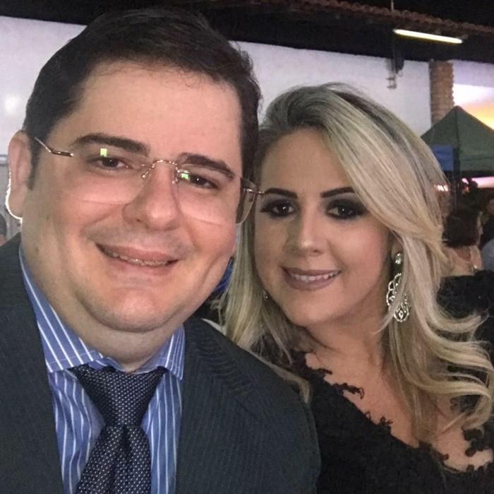 O contador Júnior Abrantes, aniversariou recentemente e recebe os nossos parabéns. Aqui no clique com a esposa Kayrone Aquino.