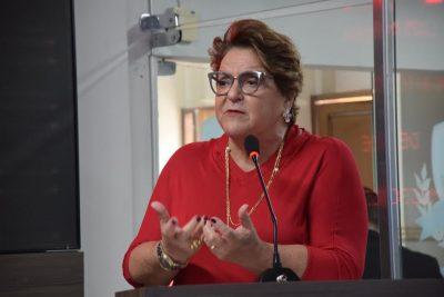 Parlamentar também defende mais representatividade feminina na política.