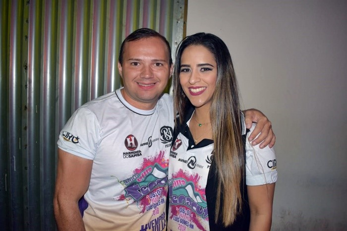 Ciro Adriano e Polyana Mair, diretores do Bloco VillaFenacut, marcaram presença no VinteDez Pub e curtiram o show do cantor Davson Davis e Forró Danado.