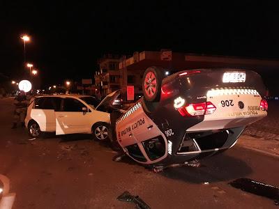 Viatura de PM bate em outro carro e capota em Mossoró