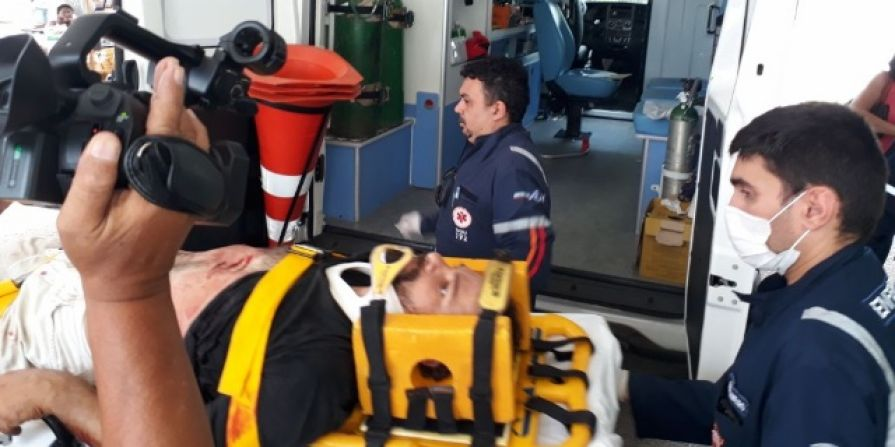 As outras duas pessoas estavam no local e acabaram atingidas pelos disparos foram levadas pelo SAMU para o Hospital Regional Tarcísio Maia