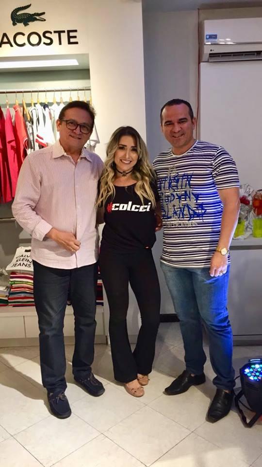 Os amigos Edson Rego e Lisboa Batista, conferindo a coleção Colcci na Max modas.