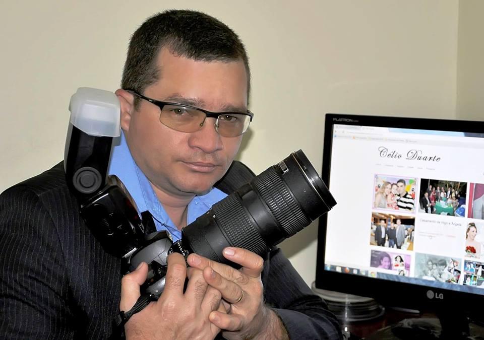 Domingo o fotógrafo das estrelas, Célio Duarte, festeja idade nova e, antecipamos os parabéns com muito carinho. Felicidades, amigo!