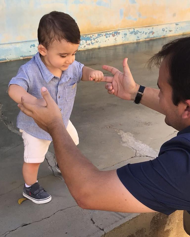 Quem também festejou idade nova foi o pequeno Wilson Neto, filho do Prefeito da cidade de Rodolfo Fernandes, Wilson Filho. Pai e filho em uma foto cheia de amor. Parabéns para esse anjinho!