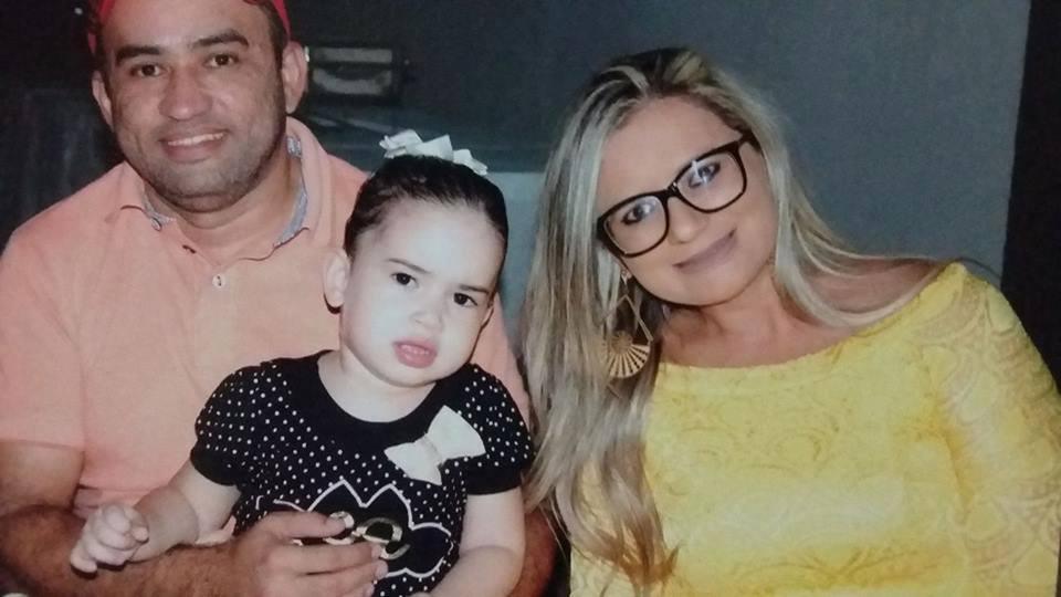 Quem amanhece de idade nova na segunda-feira 23 é Maiara Pereira, ladeada pelo marido Saulo Samuel e da filhota Heloisa. Hoje antecipamos os votos de felicidades mil!