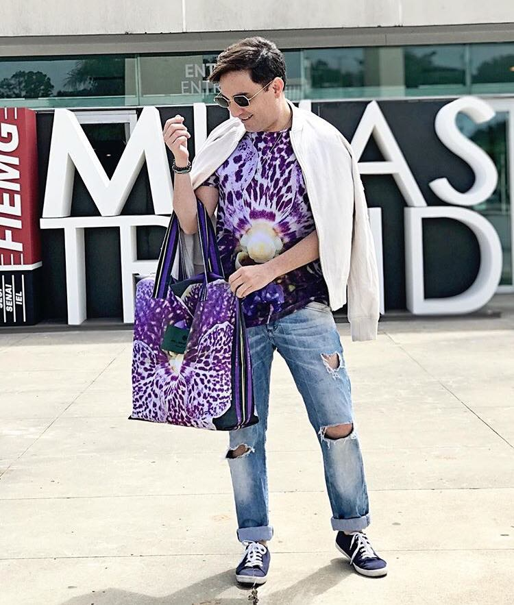 Quem também esteve presente em um dos principais eventos de pré-lançamento de moda, antecipando tendências e modificando o calendário da moda brasileira, foi o queridíssimo Georgiano Azevedo no Minas Trendy. Na foto com look M Morena Beach Wear.