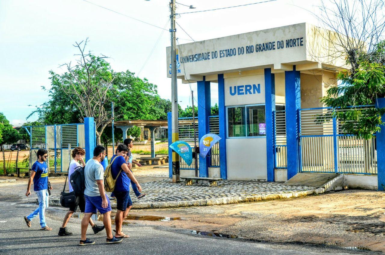 O vereador acrescenta que, entre outras atividades do cronograma da Frente para 2018, está sabatina com candidatos ao Governo do Estado sobre suas propostas para a universidade.