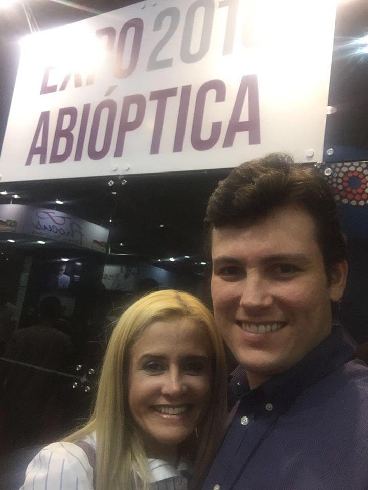 Registro do casal, a empresária Leila Fernandes e o médico Dr. Nikolas Coelho no Expo Abiótica.