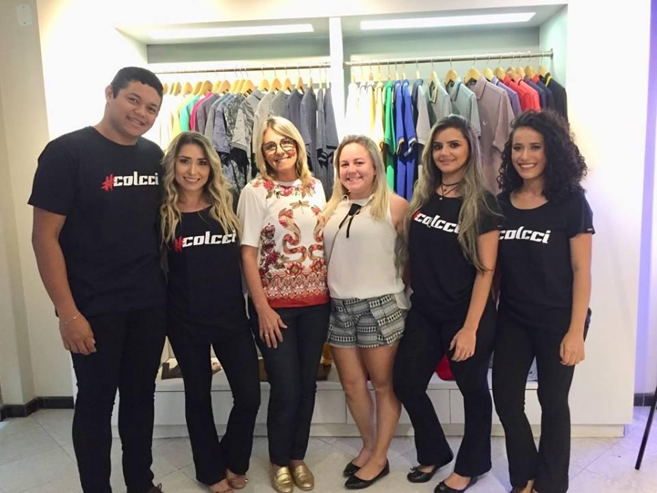 A equipe Max Modas com a maquiadora Lauana Pignataro (ao centro), que deixou todas ainda mais belas.