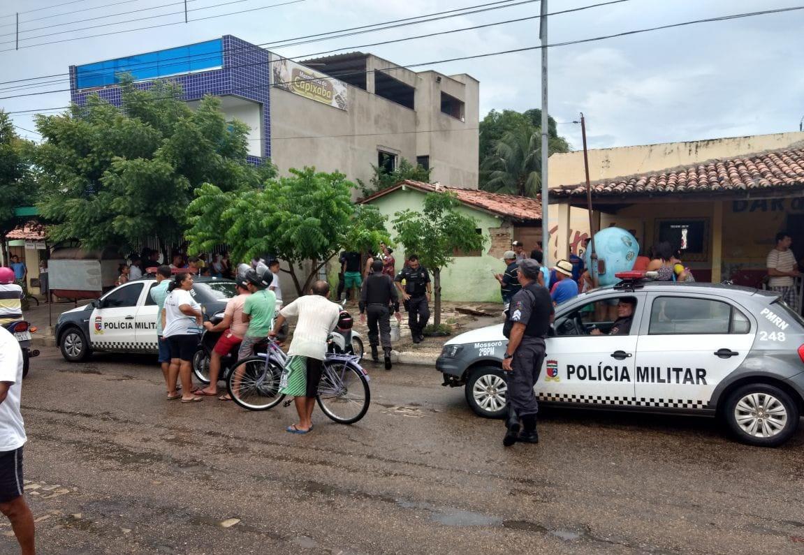 Segundo informações da Centro de Integrado de Operações da Polícia Militar (CIOSP), a vítima estava em casa no momento do assassinato.
