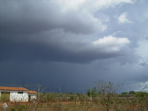 A previsão para o feriado do Dia do Trabalho é com o céu parcialmente nublado a claro e pancadas de chuva em todas as regiões do estado.