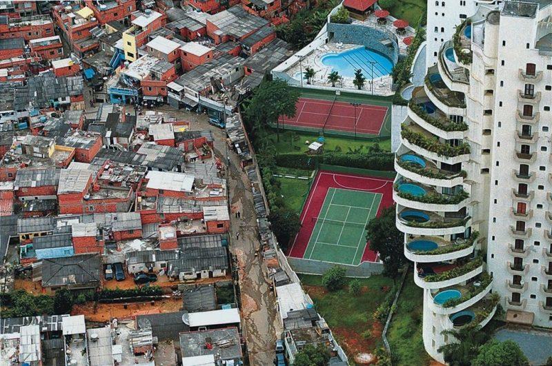 A publicação revela que a massa de rendimento médio mensal real domiciliar per capita, em 2017, foi de R$ 263,1 bilhões.