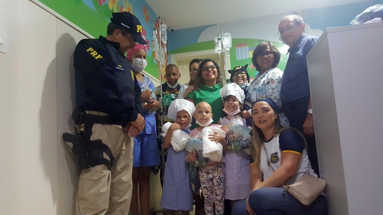 Foram doadas 950 toalhas brancas para serem usadas no setor de pediatria da entidade.