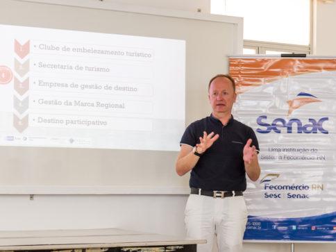 o professor Hans-Peter Sattler tem experiência na realização de treinamentos sobre o desenvolvimento de destinos turísticos em países da Europa, África e América do Sul.