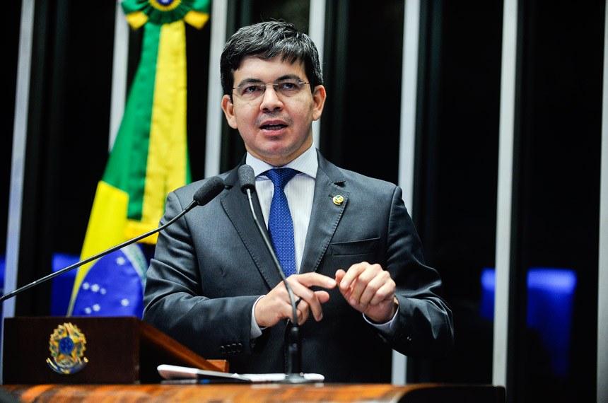 Senador Randolfe Rodrigues protocola pedido de impeachment contra Temer