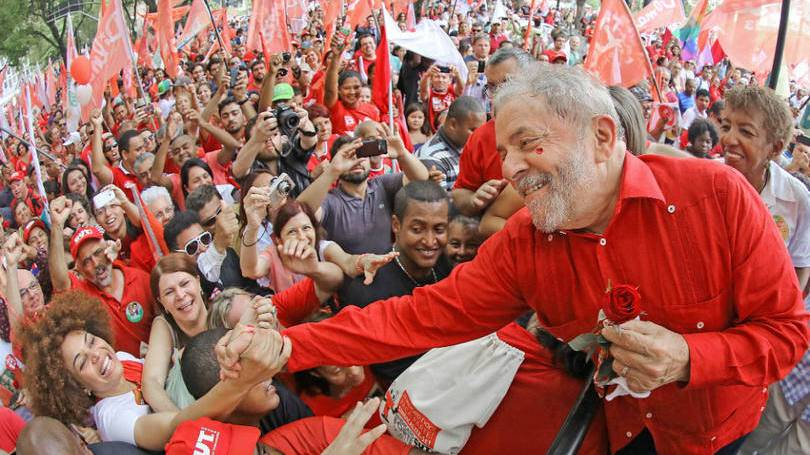 Segundo organizadores do ato, a pretensão é apoiar o ex-presidente petista e ir contra a intervenção militar do Rio, dentre outras insatisfações.