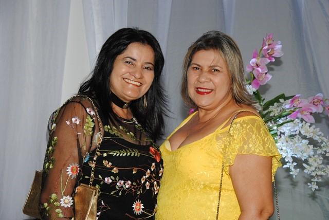 Alinhadas as irmãs Neide e Menny Almeida, Neide que faz  aniversário na quinta-feira e hoje nós antecipamos os votos de felicidades mil!