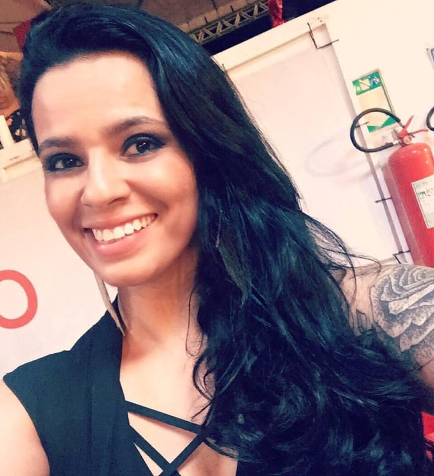 Hoje todos os vivas para Adriana Isís, ela que é estrela absoluta do a noite é nossa da  93 FM Mossoró, para ela desejamos toda felicidade que houver. Vivas!