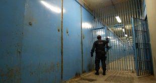 Na semana passada, homens do Grupo de Intervenção Federal das Forças Armadas e agentes penitenciários já tinham feito uma revista no local em busca de aparelhos, armas e drogas.