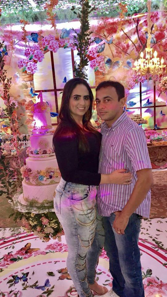 Na quinta-feira, 17, quem amanhece de idade nova é o empresário Alberto Mattos que fez pose ao lado da amada Patricia Tavares e nós claro antecipamos os votos de felicidades mil!
