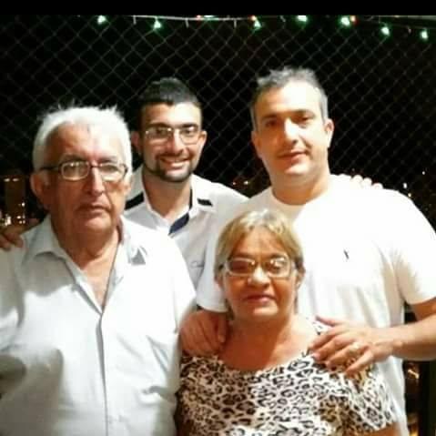 Aniversariante querida desta terça-feira Dalva Maia, ladeada pelos homens da sua vida, o marido Assis Fernandes e os filhos Carlos Castilho e Assis Maia. Desejamos saúde e paz!