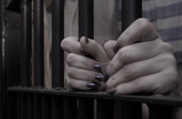 Ozélia Carvalho de Lemos cometeu o crime em 1991. Ela foi localizada e presa no bairro de Nossa Senhora da Apresentação.