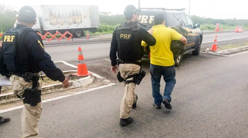 O homem, de 47 anos, foi preso pelo crime de atentado contra a segurança de serviço de utilidade pública, previsto no artigo 265 do Código Penal.