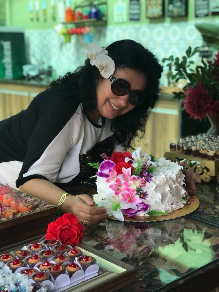 Buque de flores a ela, que transmite luz onde passa, a querida Soraya Vieira, aniversariante do dia 20/05. Felicidades!