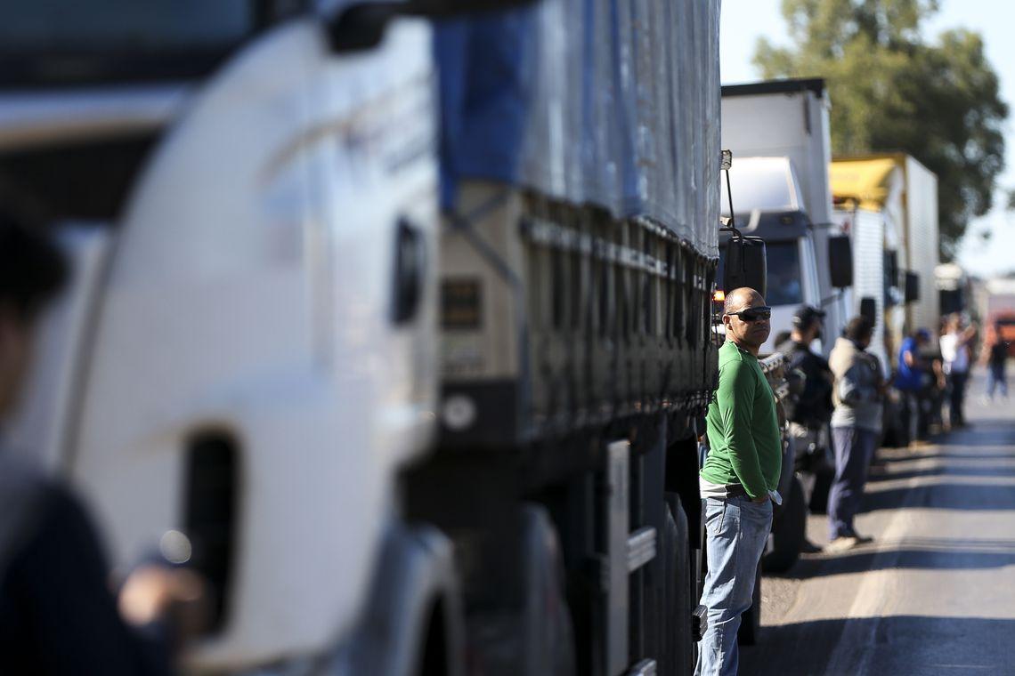 Caminhoneiros entram no quarto dia de paralisação em todo o Brasil