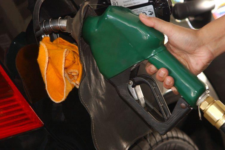 Os caminhoneiros se queixam do reajuste das tarifas do diesel.