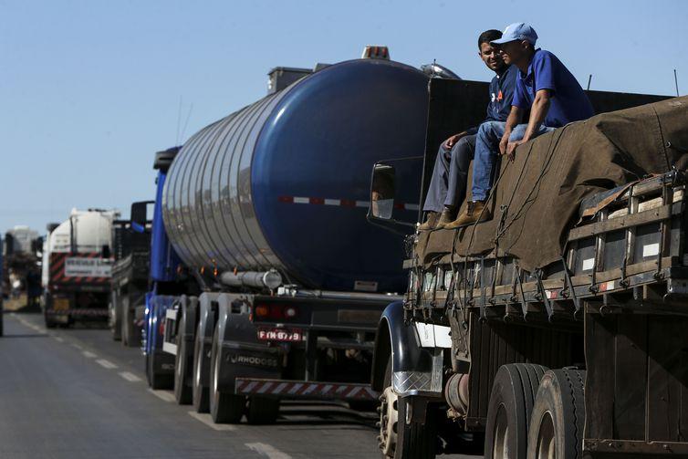 Caminhoneiros entram no oitavo dia de mobilização com bloqueios em 24 estados
