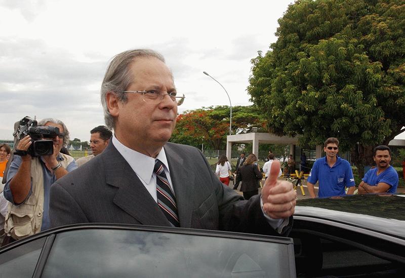 José Dirceu tem até as 17h para se entregar à Polícia Federal