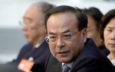 Ex-ministro é condenado à prisão perpétua por aceitar propina na China