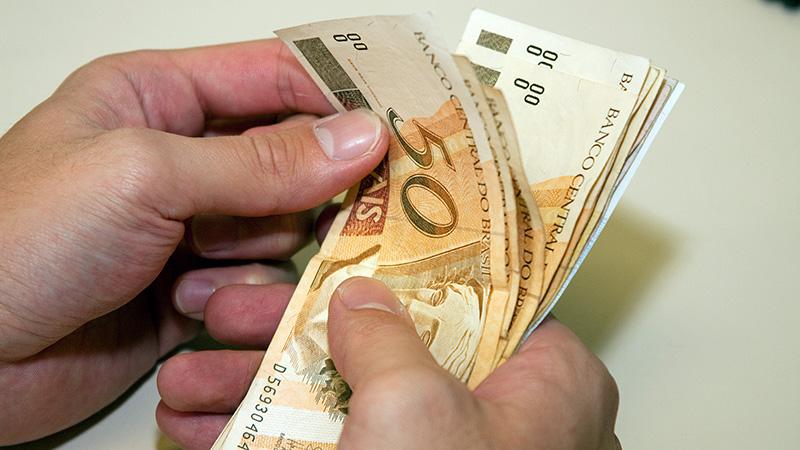 Na sexta-feira (11) recebem os servidores da Saúde e os demais que recebem até R$ 4 mil.