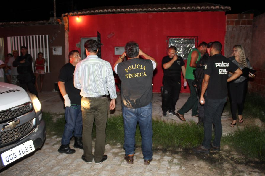 Homem perseguido e assassinado a tiros dentro de casa em Mossoró