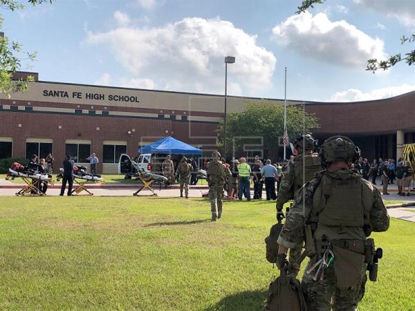 o suspeito do tiroteio, um jovem de 17 anos e estudante do centro, está detido e que há outra pessoa que está sendo interrogada em relação ao fato. Foto: EFE