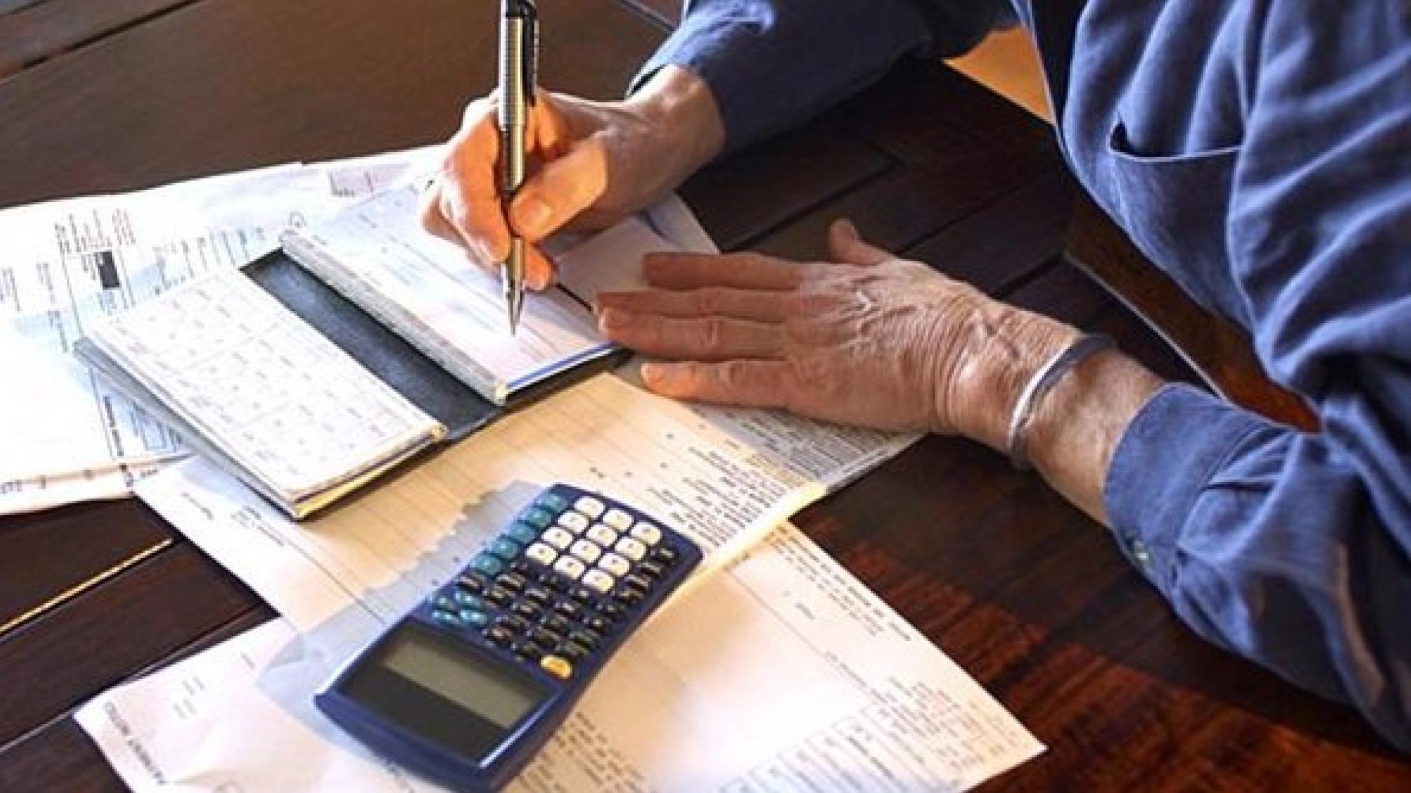 A região com maior percentual de pessoas com dívidas atrasadas é a Sudeste, com participação de 45,1%.