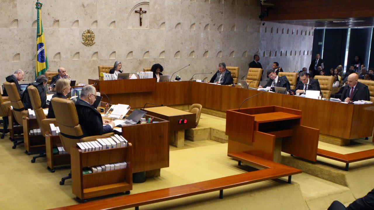 No STF, o grupo foi acompanhado do deputado Alessandro Molon (PSB-RJ), que defende a aprovação de uma emenda que retire de forma definitiva o benefício.