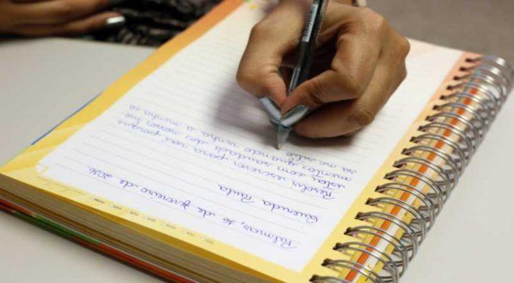 Clarice venceu o concurso que é promovido pela União Postal Universal (UPU), sediada em Berna, na Suíça, e que tem como objetivo melhorar a alfabetização por meio da arte de escrever.