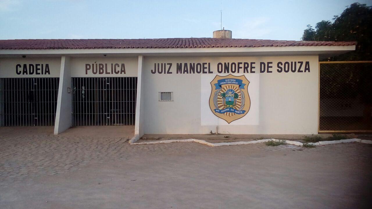 A Cadeia Pública afirmou que não comentará o caso, mas é esperada uma nota oficial da Secretaria Estadual de Justiça e Segurança (Sejuc).