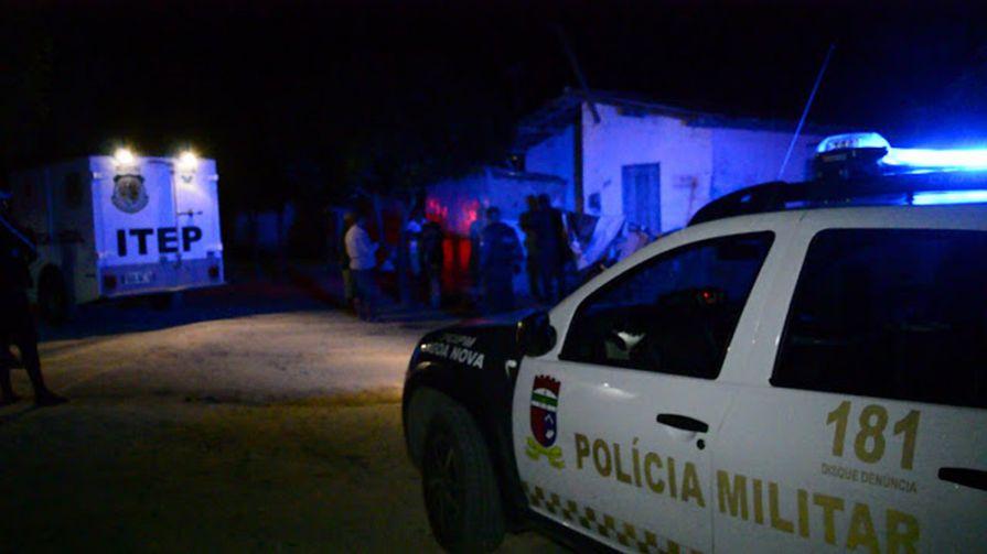 Crime foi cometido por dois homens que chegaram na casa afirmando serem policiais civis.