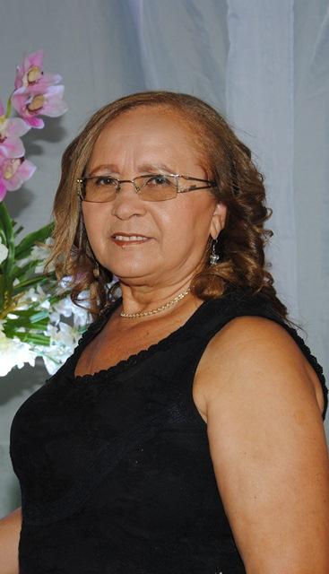 Outra querida aniversariante do sábado 21 de julho é a professora Francisca Luzia da Silva (Nina) para quem desejamos felicidades sempre!