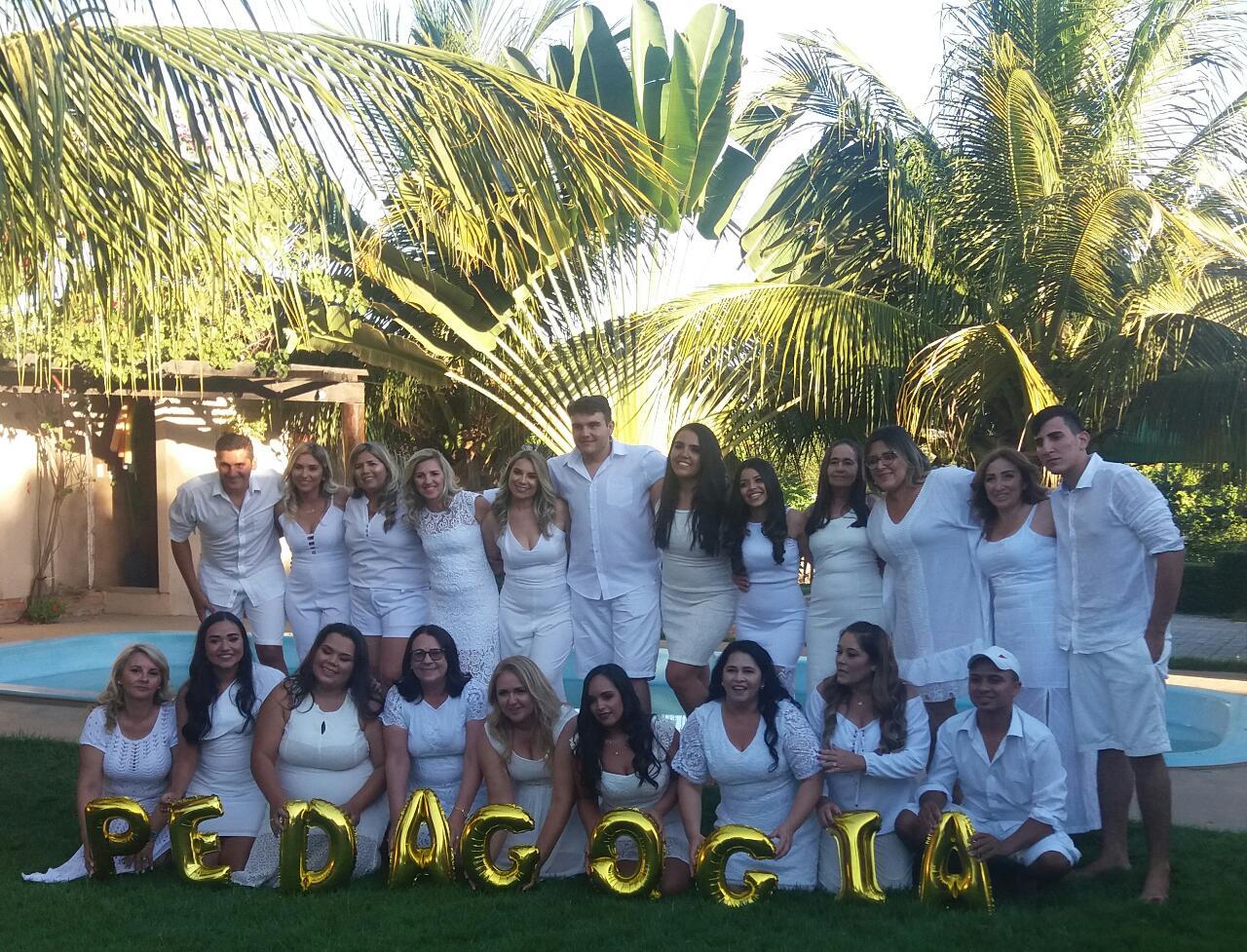 Os novos pedagogos de Apodi pela Faculdade Evolução erguendo a felicidade da graduação no curso. Parabéns!