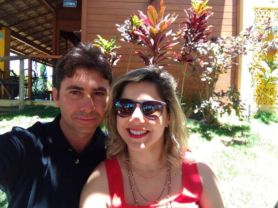 A felicidade de quem comandou um dos estandes mais visitados da feira. Vagner Barreto e Ana Paula Oliveira comandantes da Cachaça Timbaúba Artesanal. Um luxo!