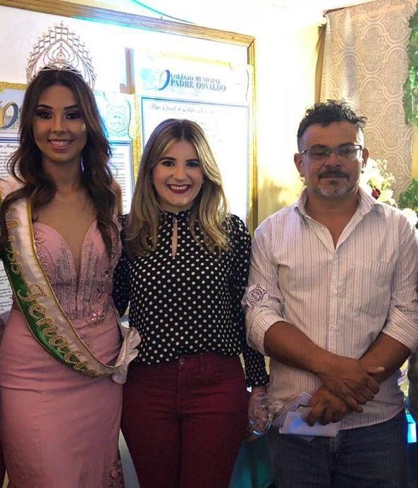 Nas festividades de Luis Gomes.A Prefeita Mariana Fernandes com o vice Luciano Pinheiro e a Miss Fenacut 2018 Adriele Bernardo.