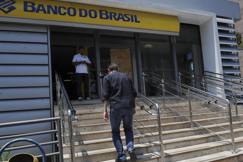 Bancos fecham duas horas mais cedo por causa do jogo do Brasil nesta sexta