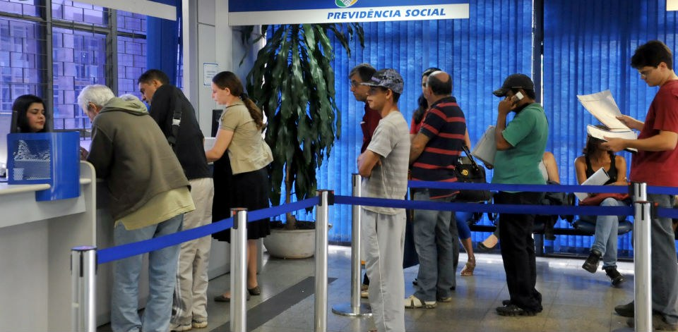 Foram convocados 168,5 mil que recebem aposentadoria por invalidez e 10,4 mil que recebem auxílio-doença - Foto: Antonio Cruz/ABr