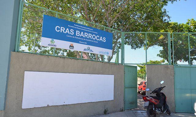 O Cras Barrocas está localizado à Avenida Alberto Maranhão, S/N, Bairro Barrocas, em frente à Escola Municipal Antônio da Graça Machado.